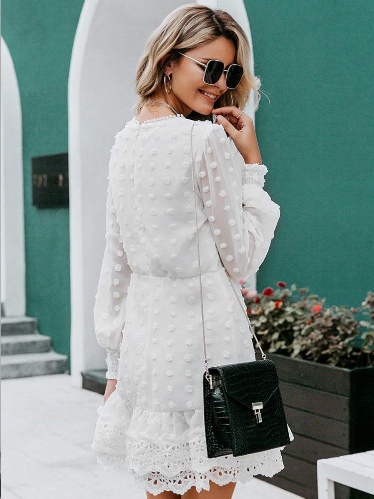 Biała sukienka z szyfonu plumeti i haftem 2