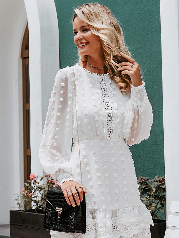 Biała sukienka z szyfonu plumeti i haftem 3