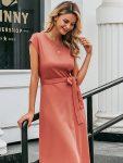 Koralowa sukienka wiązana w talii o długości midi 2