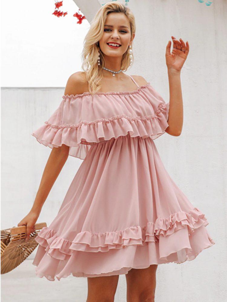 Sukienka szyfonowa pudrowy róż z odsłoniętymi ramionami