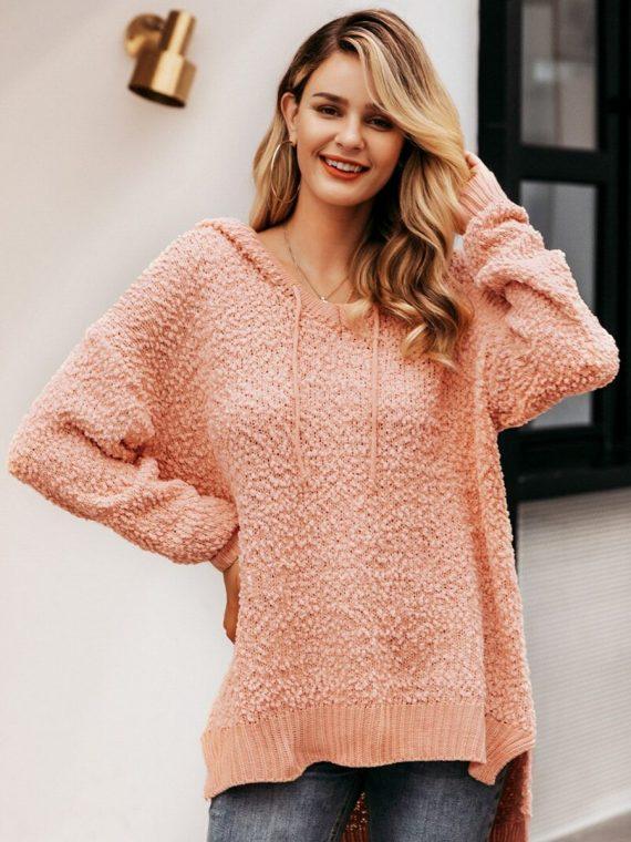 Asymetryczny sweter pudrowy z kapturem 1