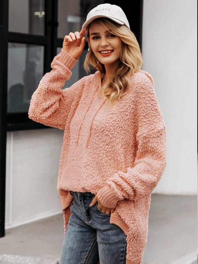 Asymetryczny sweter pudrowy z kapturem 2