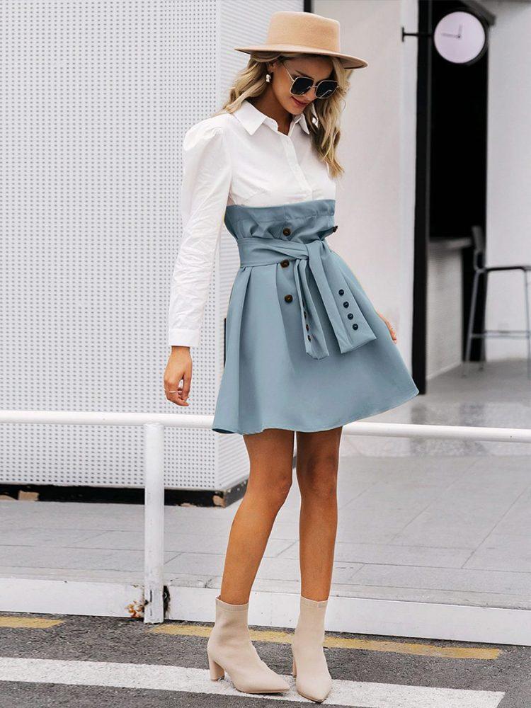 Biała sukienka z koszulowa górą i rozkloszowaną niebiesko szarą spódnicą 2