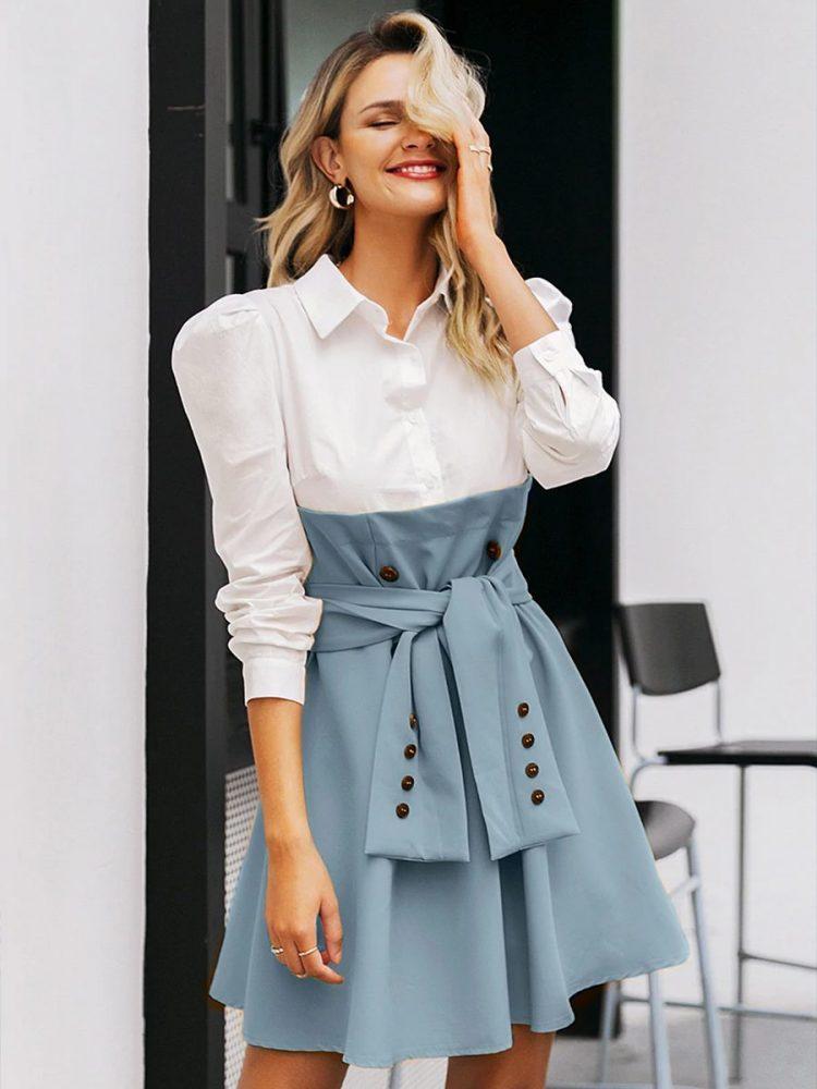 Biała sukienka z koszulowa górą i rozkloszowaną niebiesko szarą spódnicą