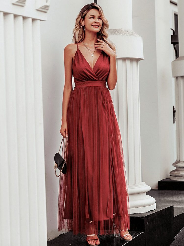 Ceglana długa sukienka z tiulowym rozkloszowanym dołem