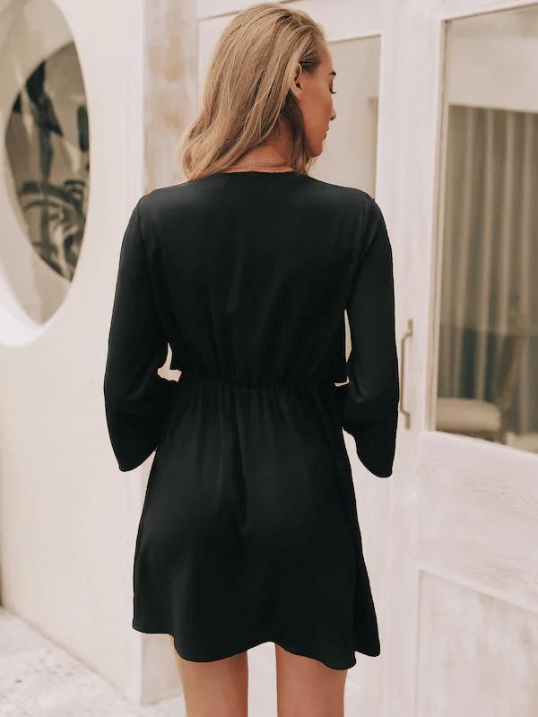 Czarna sukienka szyfonowa z wiązaniem na biuście