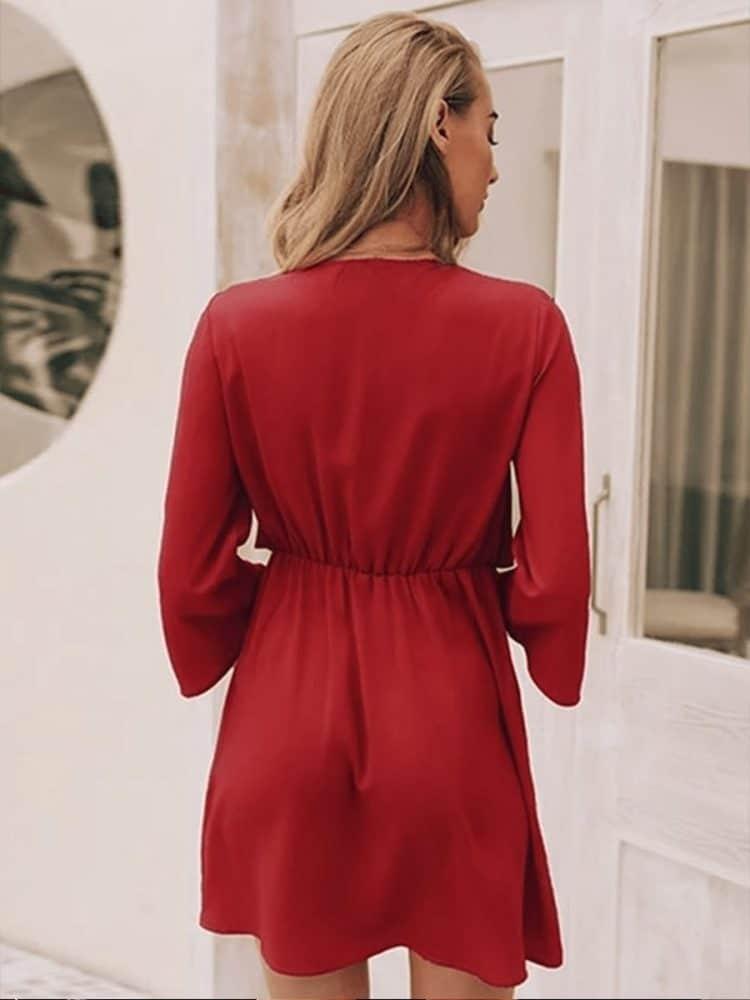 Czerwona szyfonowa sukienka z wiązaniem na przodzie 2