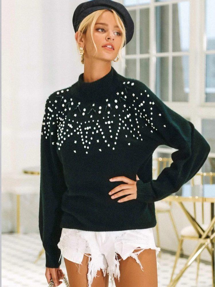 Dopasowany sweter z perełkami z przodu czarny 1