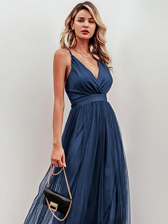 Granatowa maksi sukienka z plisowanym tiulowym dołem 3