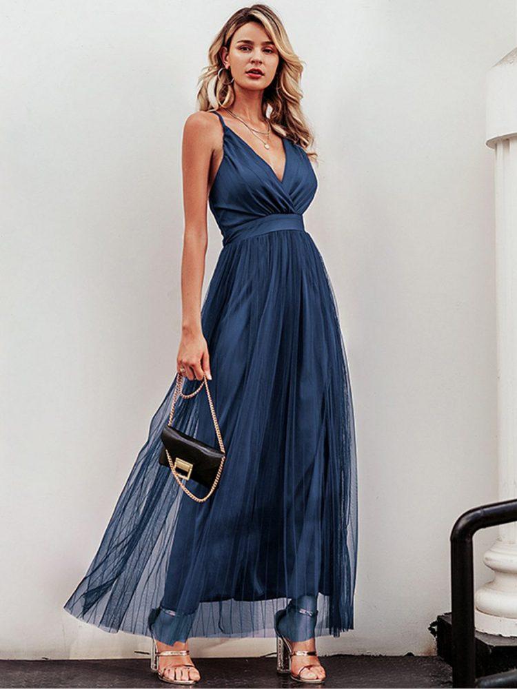 Granatowa maksi sukienka z plisowanym tiulowym dołem