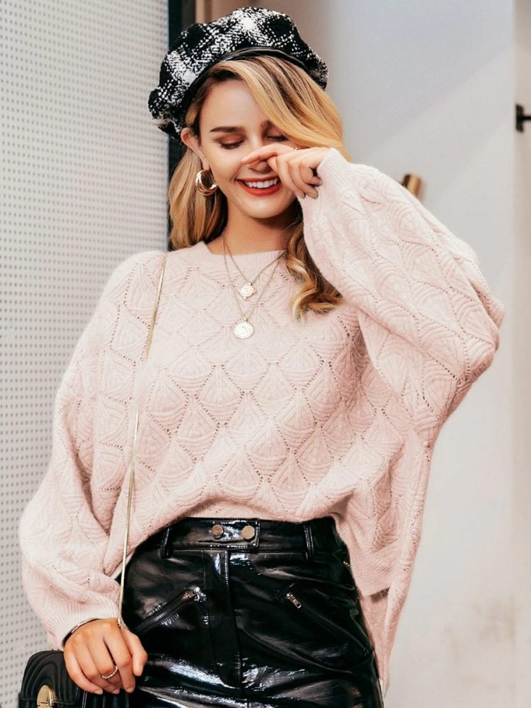 Luźny sweter w romby kremowy damski 2