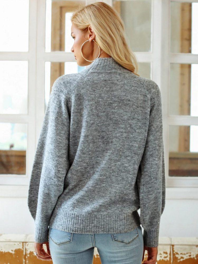 Melanżowy szary sweter z perełkami na przodzie 1