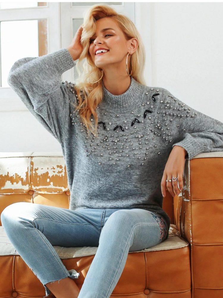 Melanżowy szary sweter z perełkami na przodzie 3