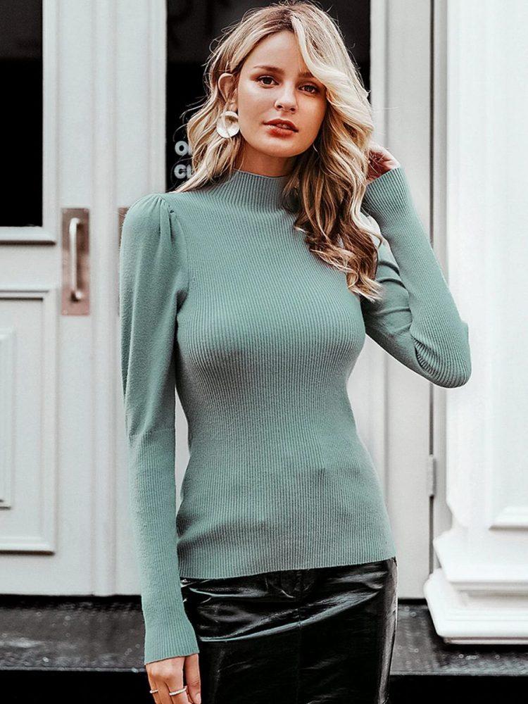 Miętowy sweter z pólgolfem i bufkami na ramionach 3