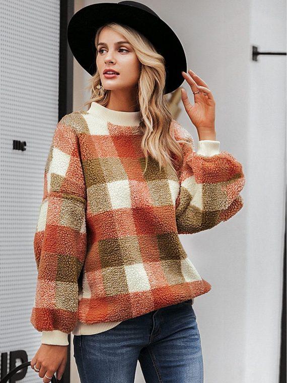Polarowy sweter w kolorową kratę z półgolfem 1