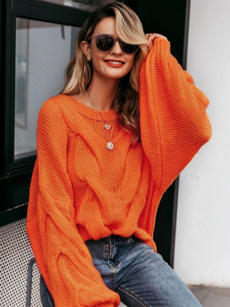 Pomarańczowy sweter oversize gruby warkocz z przodu