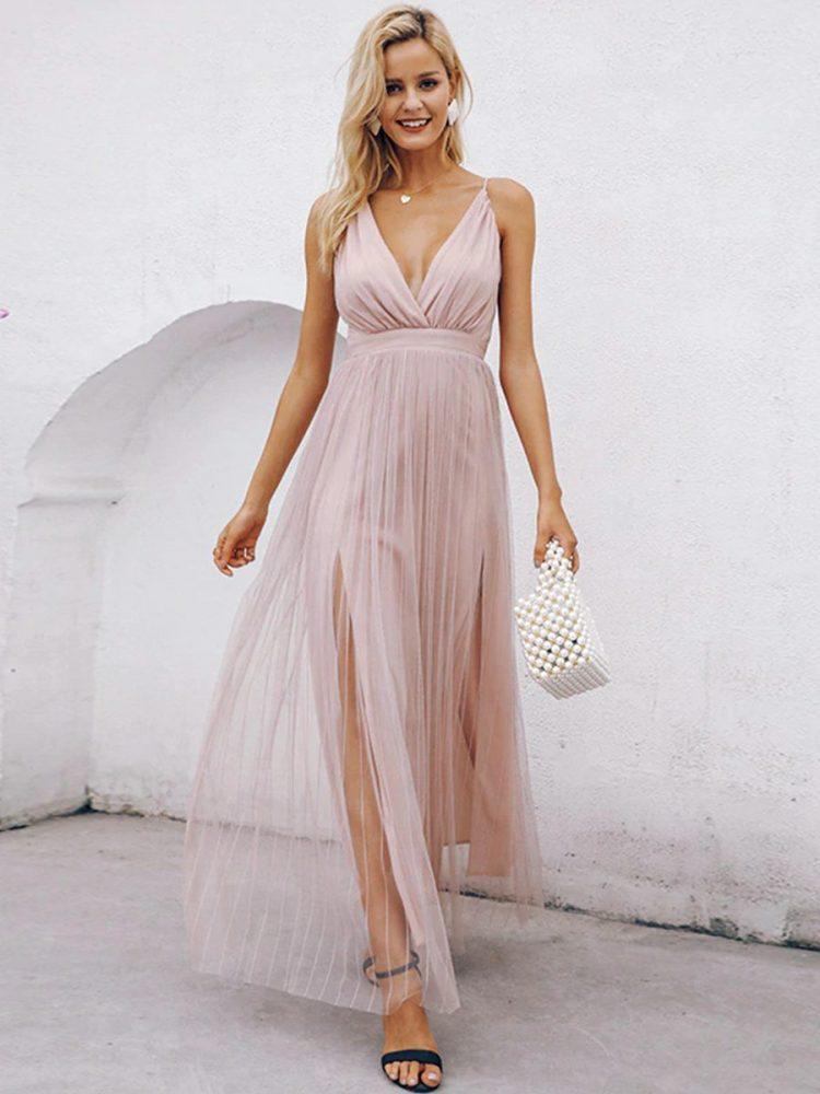 Pudrowa maxi sukienka z tiulowym dołem na wesele