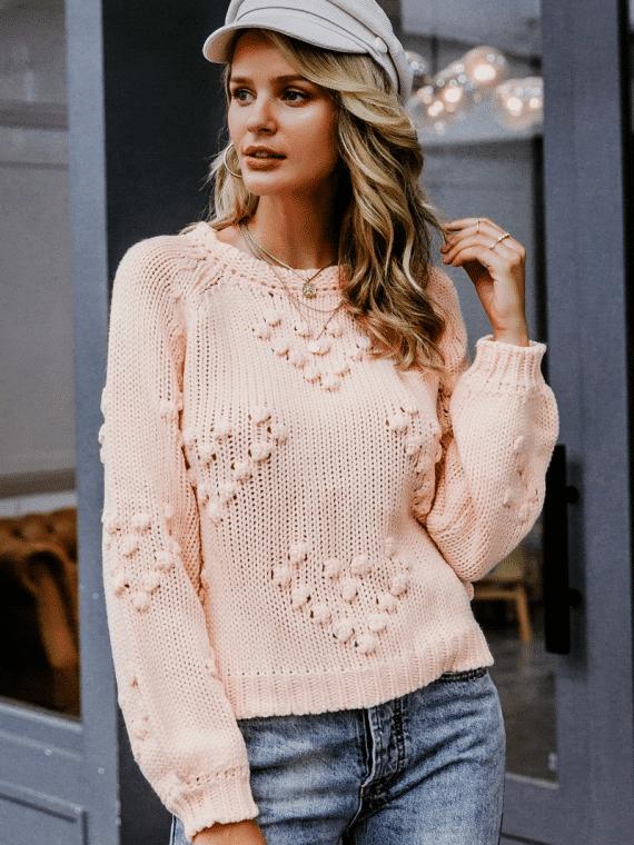 Pudrowy sweter z kulkami w aplikacje w serca 1