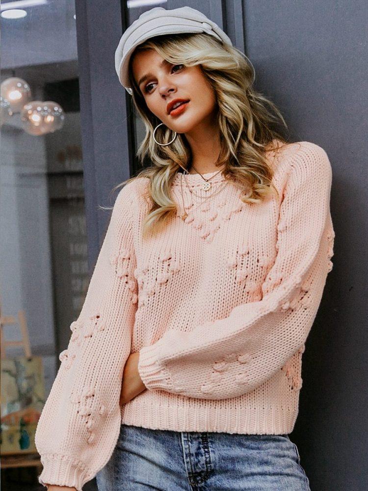 Pudrowy sweter z kulkami w aplikacje w serca 3