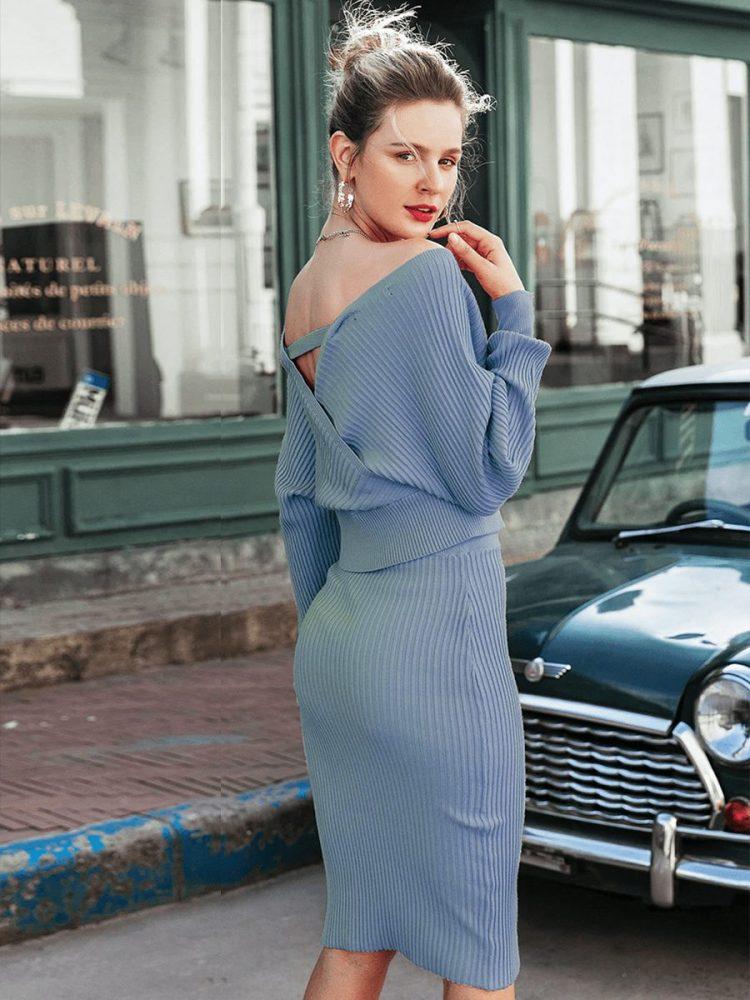 Szara prążkowana sukienka z długim rękawem midi