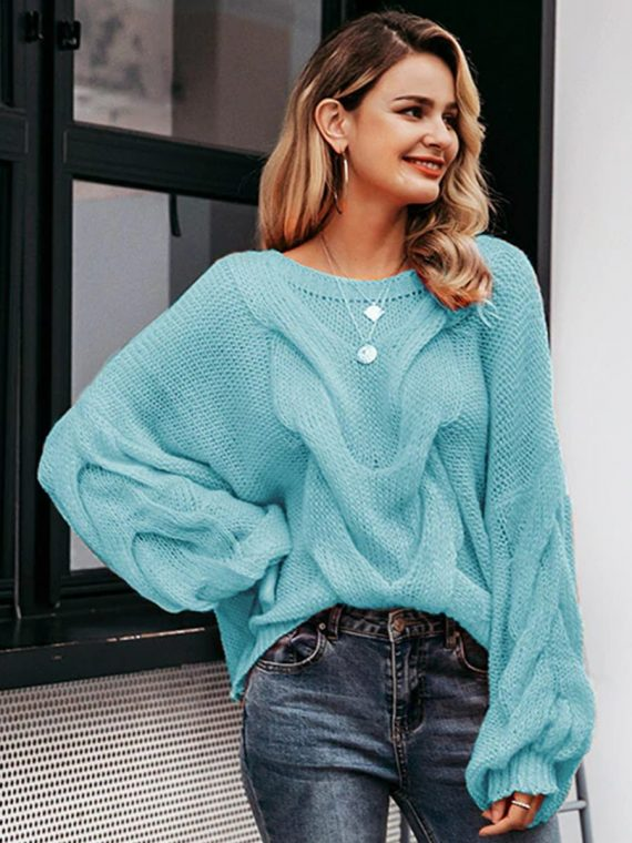 Turkusowy sweter oversize z przodu z grubym warkoczem 1