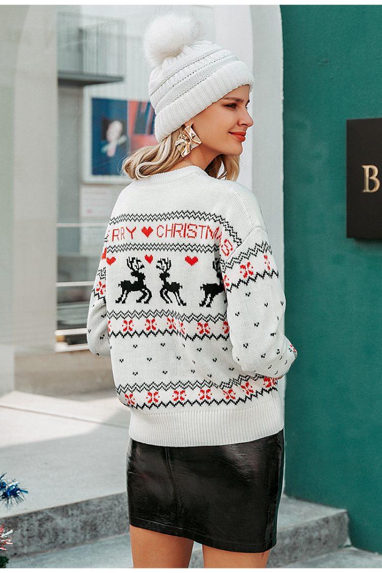 Biały świąteczny sweter damski z motywem reniferów 2