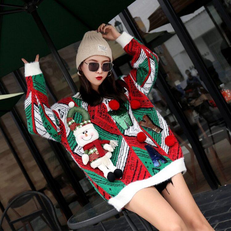 Czerwono zielony sweter świąteczny bożonarodzeniowy z wypukłym bałwanem i napisem 3
