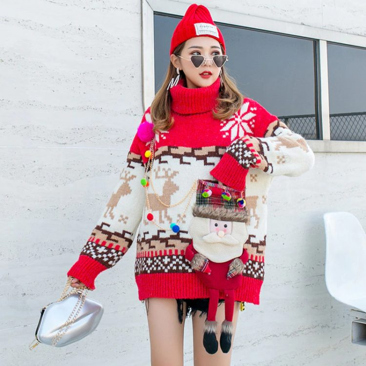 Czerwony golf sweter świąteczny z wystającym mikołajem w formie kieszeni