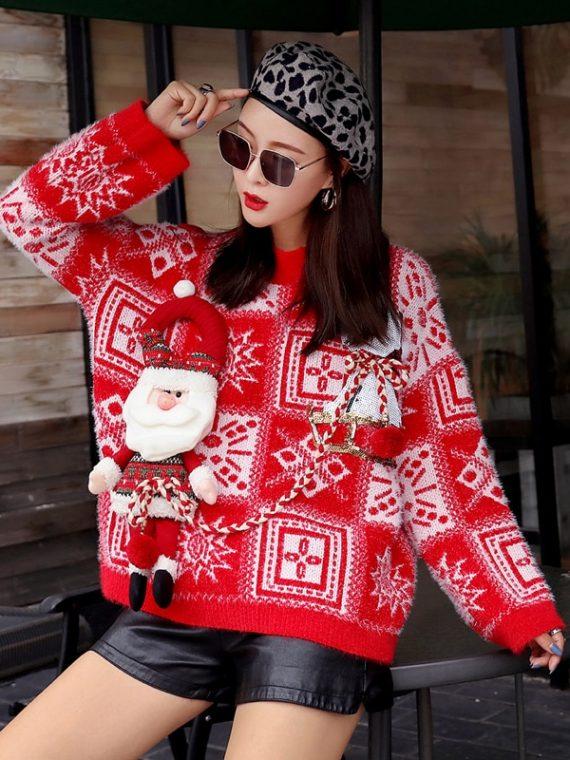 Czerwony świąteczny sweter z wystającym mikołajem w norweski wzór