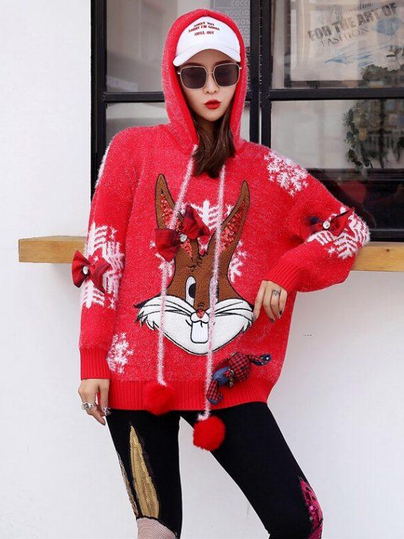 Czerwony wełniany sweter świąteczny z kapturem w białe płatki śniegu