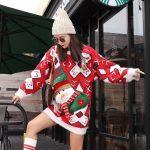 Długi sweter oversize w świąteczne wzory czerwono białe z aplikacją bałwana 3