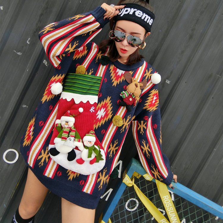 Granatowy sweter świąteczny damski bałwan z kieszenią na wino 2
