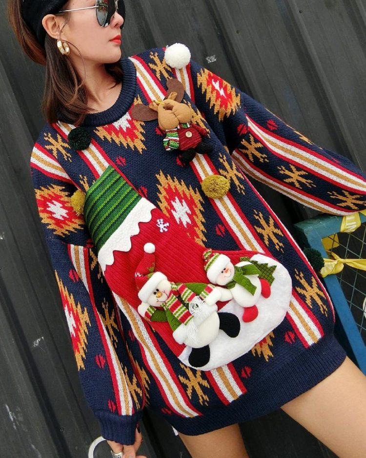 Granatowy sweter świąteczny damski bałwan z kieszenią na wino 5