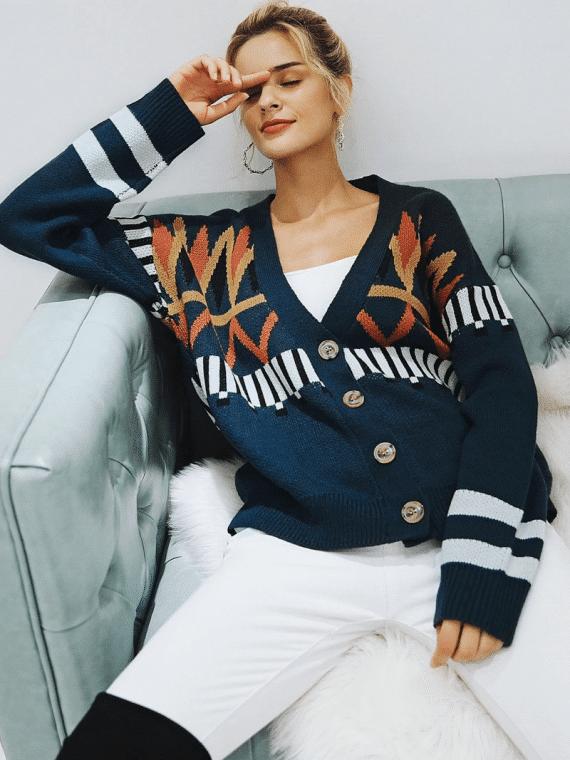 Granatowy sweter z świątecznym wzorem typu kardigan z guzikami 2