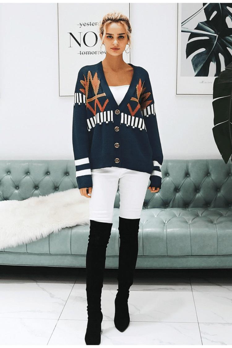 Granatowy sweter z świątecznym wzorem typu kardigan z guzikami 3
