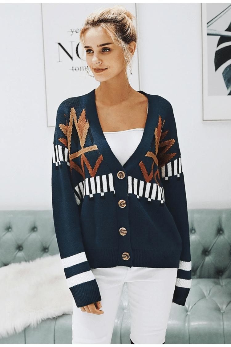 Granatowy sweter z świątecznym wzorem typu kardigan z guzikami 4