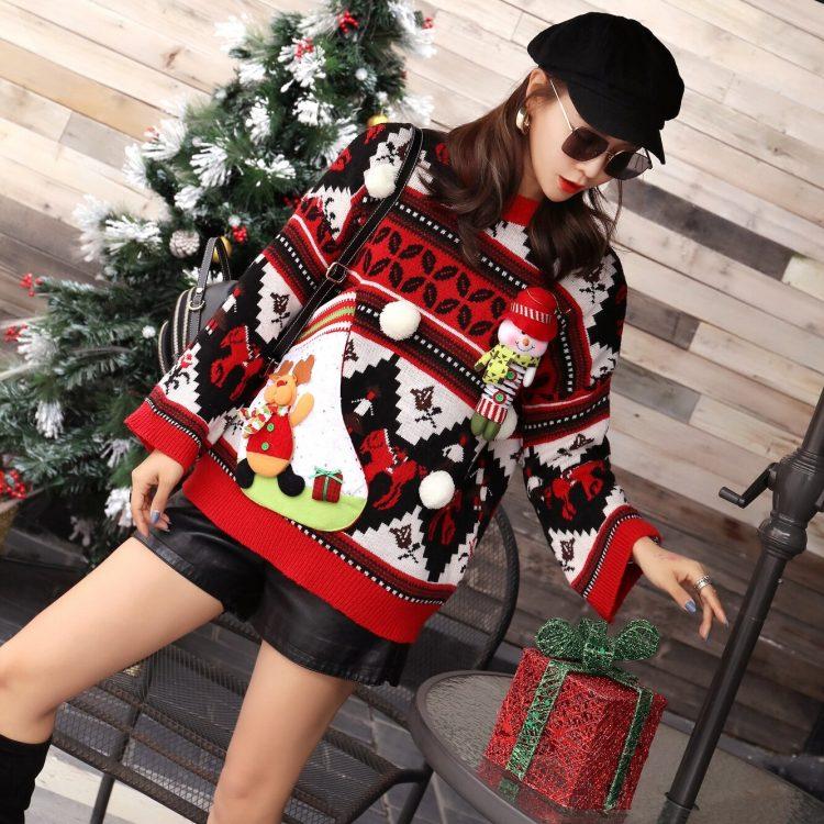 Kolorowy damski sweter świąteczny z aksamitną skarpetą w formie schowku 4