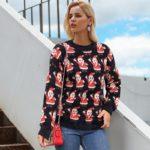 Moherowy sweter świąteczny wielokolorowy z motywem świętego mikołaja