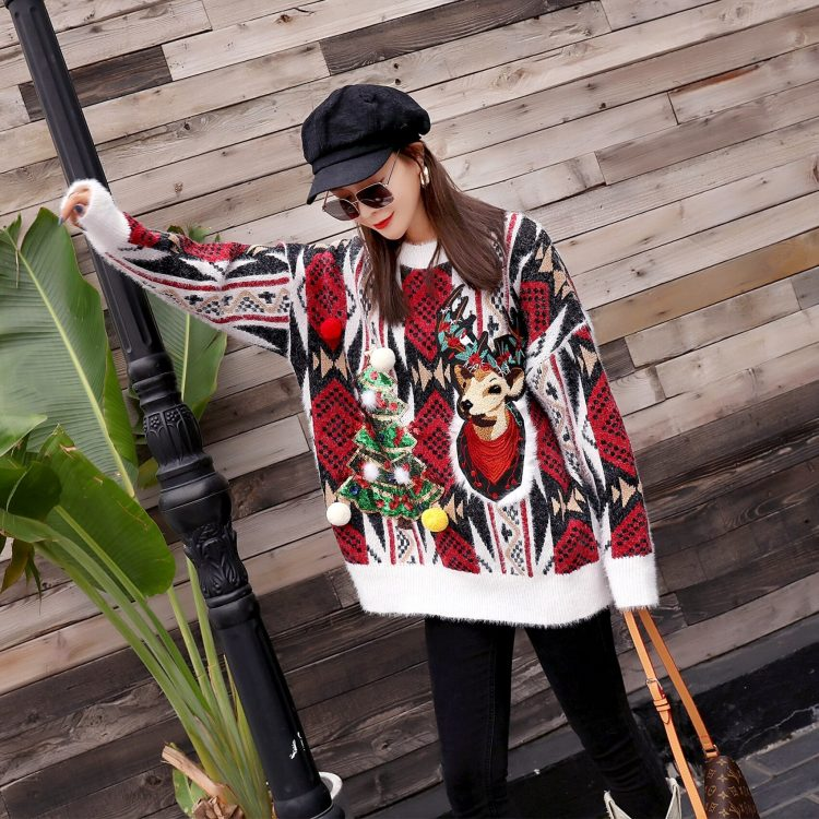 Oversizowy sweter świąteczny w norweski wzór z choinką i reniferem 3
