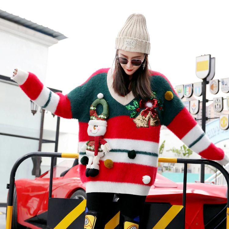 Puchaty sweter damski na boże narodzenie z bałwanem i dzwoneczkami 1
