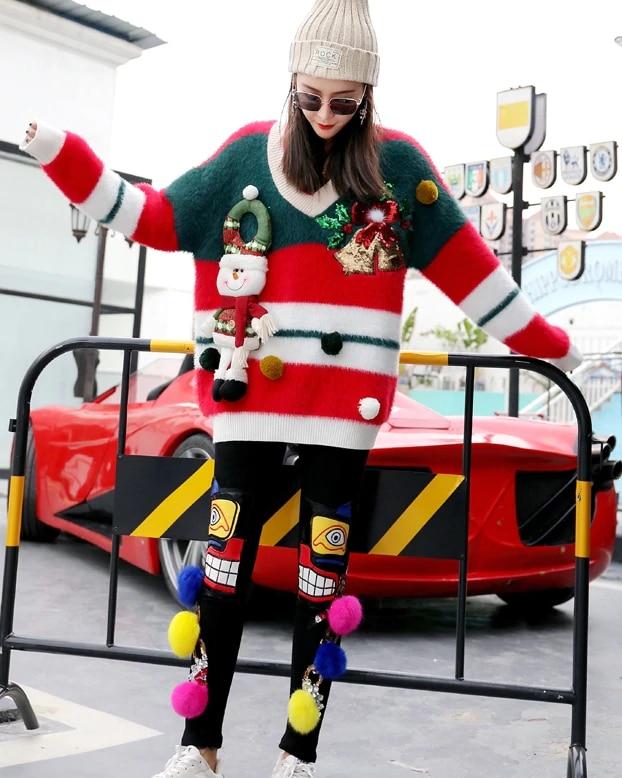 Puchaty sweter damski na boże narodzenie z bałwanem i dzwoneczkami 2