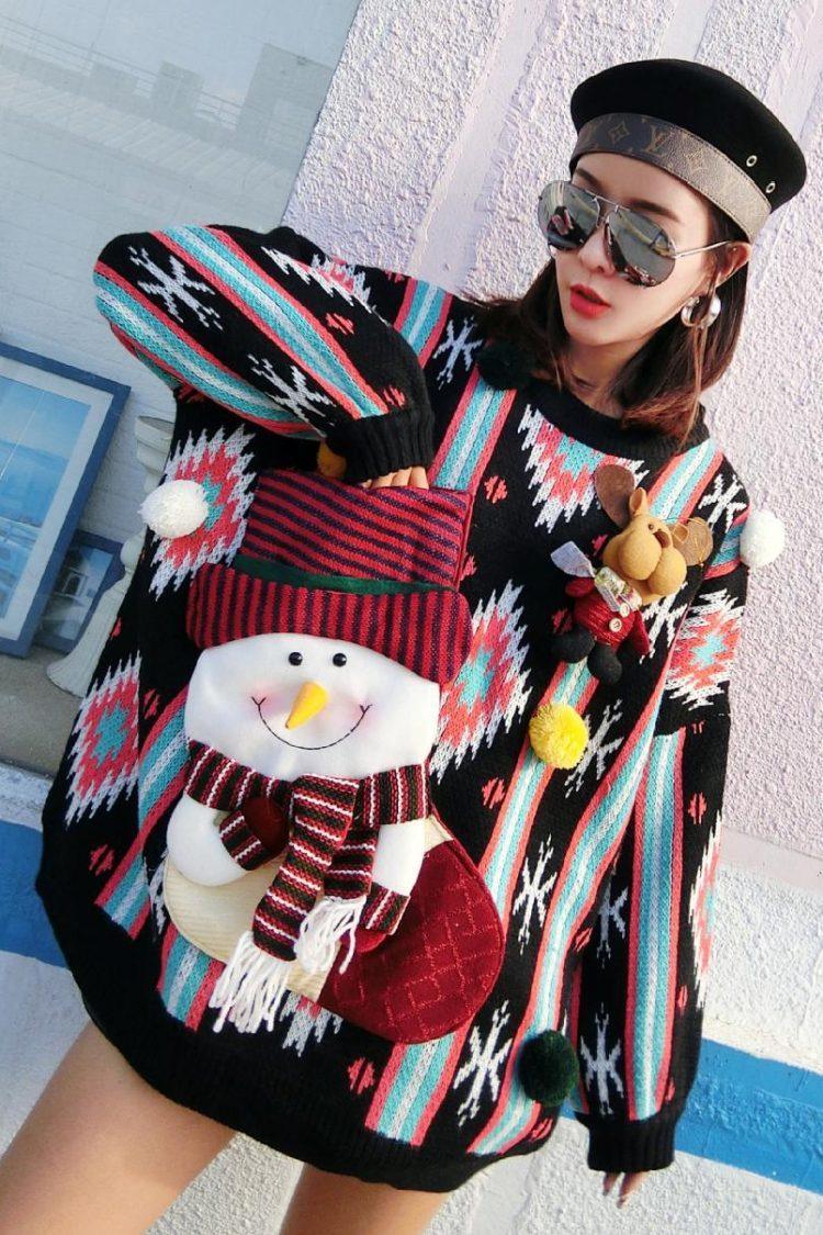 Wielokolorowy golf sweter na boże narodzenie z bałwanem w formie skarpety na przodzie