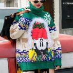 Zielony świąteczny sweter damski z golfem w norweskie wzory 2