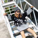 Dwukolorowy szaro czarny sweter z cekinami i wykończeniem tiulowym 2