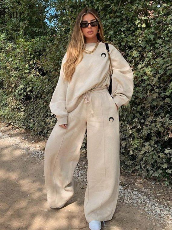 Ciepły beż dresy damskie ze obszernymi spodniami baggy i bluzą bez kaptura z haftem