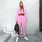 Neonowy różowy zestaw dresów damskich cienkich z krótszą bluzą