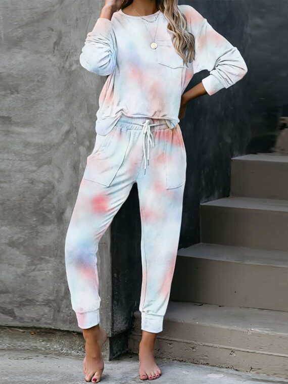Pastelowe dresy damskie baggy farbowane metodą tie dye kolekcja jesienno-zimowa