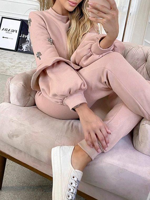 Pudrowe dresy damskie bawełniane komplet bluza z falbanami na rękawach i spodniami
