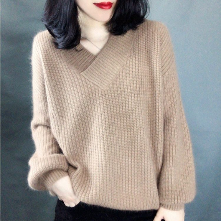 Łososiowy sweter puszysty z dekoltem w serek 1