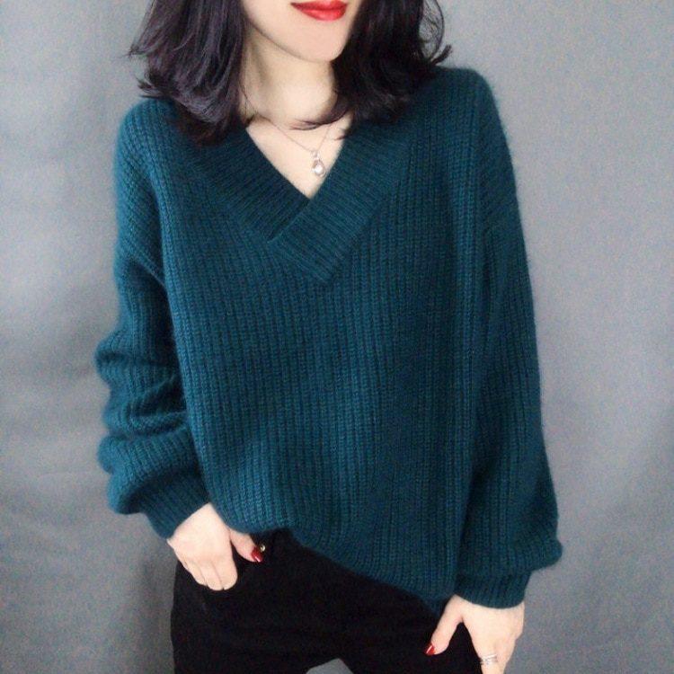 Łososiowy sweter puszysty z dekoltem w serek 2
